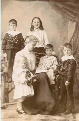 Eleanor Archer with children | Barford Heritage Archives - source unknown